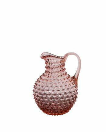 Karaff som rymmer 2 liter med ett taggigt utseende, munblåst av rosa glas