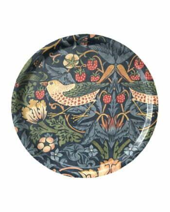 Rund bricka, 31 centimeter i diameter. Brickan har ett blått mönster av den kända konstnären William morris. Mönstret är vackert med fåglar, blommor och jordgubbar.