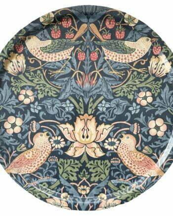 Rund bricka, 46 centimeter i diameter. Brickan har ett blått mönster av den kända konstnären William morris. Mönstret är vackert med fåglar, blommor och jordgubbar.