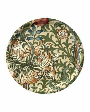 Rund brivka som är 31cm i diameter. Brickan har en beige botten med en blommigt mönster i gult, blått, grönt och rött. Mönstret är ett klassiskt mönster ritat av den engelske konstnären William Morris. Mönstret heter Golden Lily.