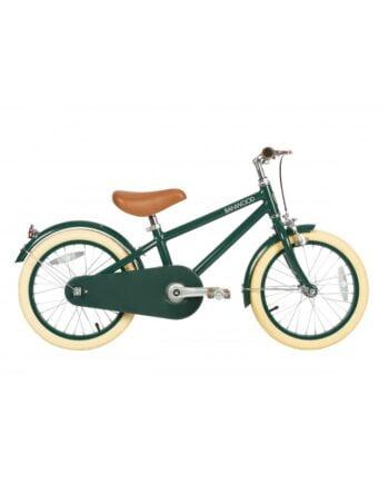 """Grön retroinspirerad barncykel 16"""". Sadel och handtag av veganskt läder, flätad cykelkorg och pedaler av rosenträ."""