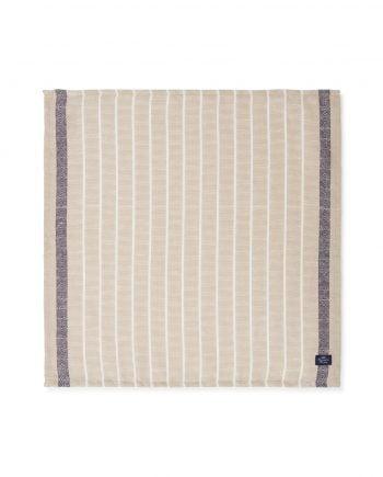 Servett av en blandning av bomull och linne. Servetten är randig i färgerna vitt, beige och mörkgrått. Servetten har lexingtons mörkblå logga sydd nere i hörnet.