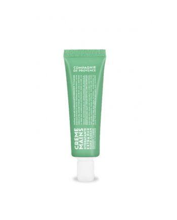30 ml handcreme i en praktisk liten tub med snäpp-lock. Tuben är grön med vit text och handkrämen är vit och har en frisk doft av rosmarin och grapefrukt.